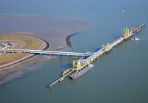 Steiger Oiltanking in de Braakmanhaven.