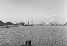 Zuiderkanaalhaven. Links de terminal van Ovet en rechts...