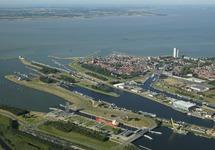 Sluizencomplex en centrum van Terneuzen aan de Westerschelde.