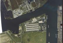 Verticale luchtfoto van een gedeelte van de Van Cittershaven en de...