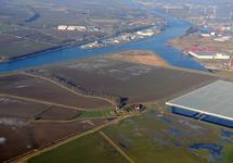 Zicht op de Autrichehaven, Kanaaleiland Sluiskil en een deel van het...