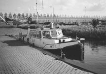 Peilboot H.T. 1 in een zijkanaal bij het Kanaaleiland Sluiskil.
