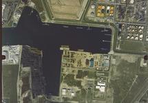 Verticale luchtfoto van een gedeelte van de Van Cittershaven en...