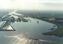 Luchtfoto Buitenhaven voor de sluizen van Terneuzen.