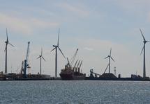 Zeeschepen in de Kaloothaven.