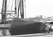 Bergen van delen van een gezonken schip of dekbeplaten in de...