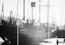 Foto van het drieluik van een oud zeilschip ca. 1900 in de vluchthaven...
