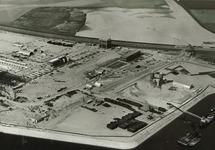 Overzicht Pechiney fabriek in aanbouw, met rechtonder de...