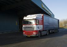 Vrachtwagen van A.C Rijnberg Transport bij Verbrugge Terminals...