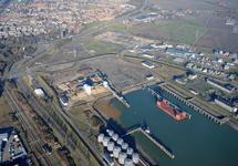 Buitenhaven Vlissingen. Op de achtergrond Oost-Souburg.