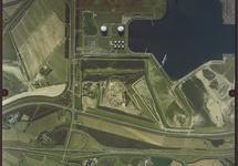 Verticale luchtfoto van een gedeelte van de Quarleshaven en omgeving...