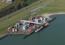 Zeeland Container Terminal (ZCT) in de Braakmanhaven, met...