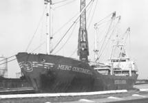 Zeeschip Merc Continental aan de kade van de Noorderkanaalhaven.