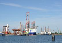 Platform schepen bij de BOW terminal in de Westhofhaven