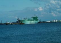 LPG tanker in de Braakmanhaven te Terneuzen.