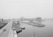 Overzichtsfoto van Zijkanaal H te Sas van Gent, met enkele...