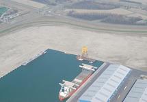 Kop van de Scaldiahaven met beschikbare bedrijventerrein en schepen...