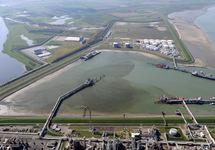 DOW, Oiltanking, steiger in de Braakmanhaven