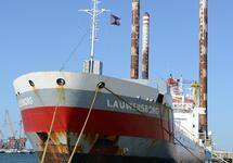 Zeeschip Lauwersborg aan de kade in de Westhofhaven.