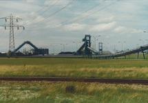 Kolentransportband tussen de Kaloothaven en de kolencentrale van de...