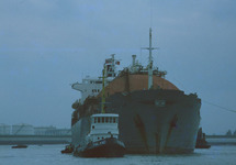 LNG tanker Lucian in de Braakmanhaven.
