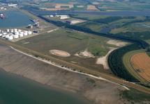 Mosselbanken met rechtsboven Oil Tanking Terneuzen en de Braakmanhaven