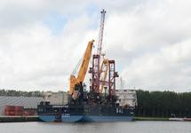 Zeeschip Amoenitas aan de kade bij Outokumpu in de Axelse Vlakte...