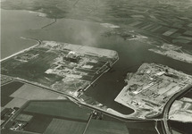 Overzicht haven Vlissingen - oost. Linksboven de havenmond met de Oost...