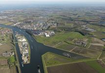 Luchtfoto Kassengebied, Autrichehaven, Heros, Yara Sluiskil,...