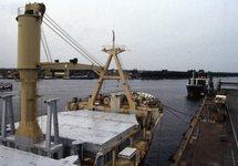 Zeeschip aan de kade bij Hydro Agri Sluiskil.