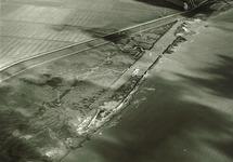 Luchtfoto van het bouwen van een kade in de Sloehaven te...