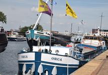 Ligplaatsen binnenvaartschepen in Zijkanaal A te Terneuzen.