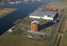 Op de voorgrond nieuwbouw suikersilo bij Zeeland Sugar Terminal....