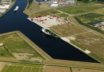 Schepen aan de kade van de Autrichehaven.
