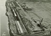 Terrein Hoechst (voormalige zijhaven), met de in aanbouw zijnde...
