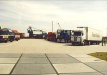 Parkeerterrein voor vrachtwagens aan de Denemarkenweg.