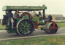 """Stoomwals """"Iron Maggie"""" op de Engelandweg."""