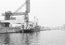 Zeeschip aan de kade bij de Zuid Chemie te Sas van Gent.