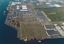 Luchtfoto Sloekade met Verbrugge Terminals te Vlissingen-Oost.