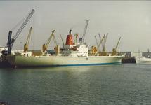 Eerste schip van Capespan in de Bijleveldhaven.