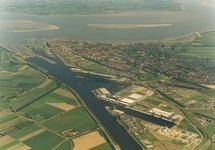 Luchtfoto kanaalhavens Terneuzen, gezien vanuit het zuiden richting...