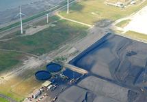 Luchtfoto kolenopslag van Ovet aan de Kaloothaven.