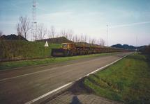 Trein op het spoor aan de Engelandweg in Terneuzen bij de terminal van...