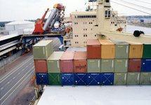 Zeeschip aan de kade bij Hydro Agri Sluiskil
