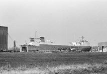 Ro-ro schip aan de kade in de Zevenaarhaven.