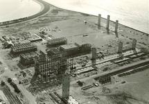 Overzicht van de inaanbouw zijnde Trivera fabriek, linksboven een...