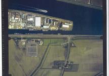 Verticale luchtfoto havengebied Terneuzen. Zijkanaal D bij het...