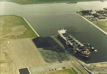 Luchtfoto van het zeeschip China Fortune aan de terminal van Ovet in...