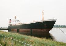 Schip aan de Ro-ro kade in de Zevenaarhaven.