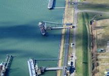 Luchtfoto steigers voor de binnenvaart in de Van Cittershaven bij...